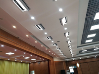 What is the difference between traditional meeting room lighting and meeting room lighting